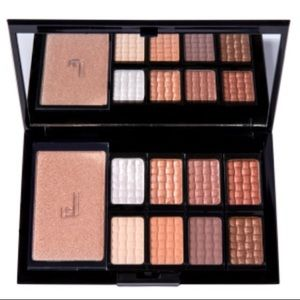 DOUCCE-freematic-eyeshadow-pro-palette-Nude